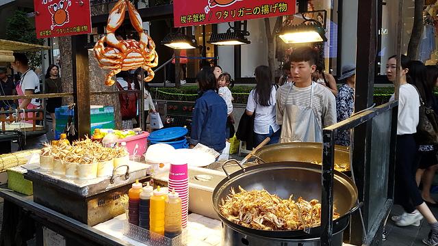 להתיידד בהדרגה עם המטבח הקוריאני. דוכנים במיונג דונג  (צילום: אייל להמן)