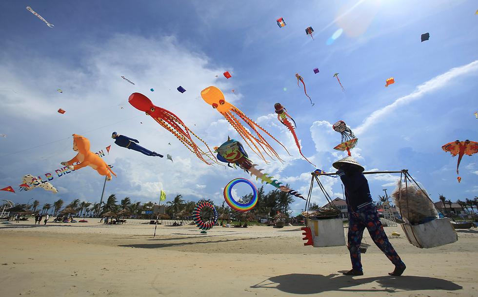 פסטיבל עפיפונים במחוז קואנג נאם, וייטנאם (צילום: AP)