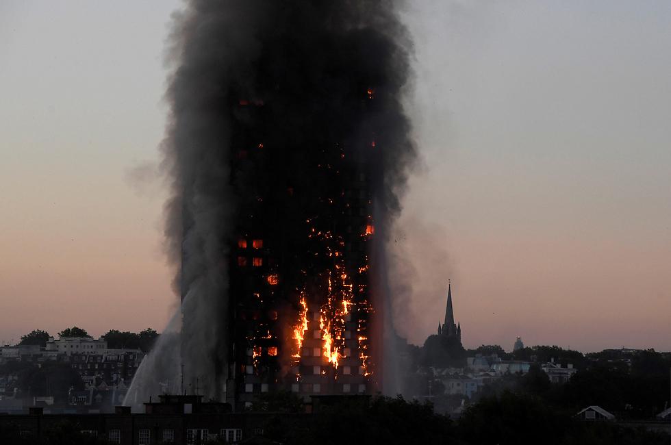 מגדל גרנפל בלונדון עולה באש. לפחות 58 בני אדם נהרגו באסון (צילום: רויטרס)