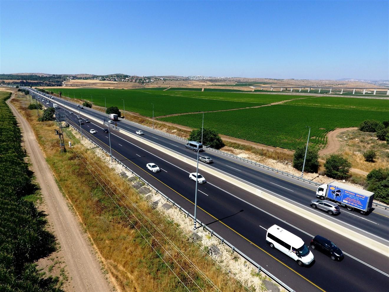 כביש 1 (צילום: דב גרינבלט, החברה להגנת הטבע)