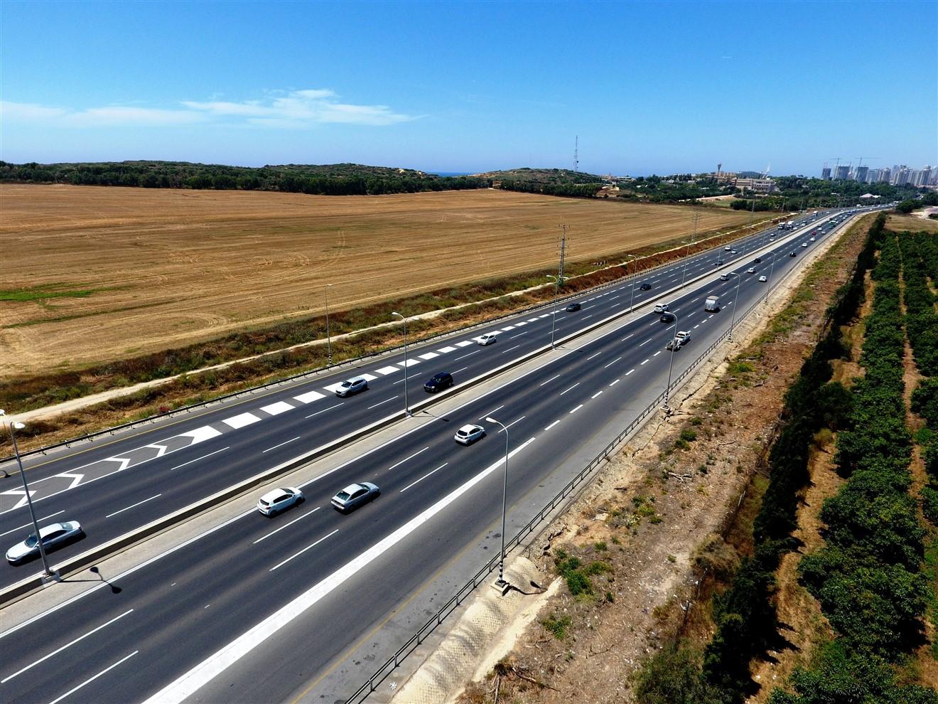כביש 2 (צילום: דב גרינבלט, החברה להגנת הטבע)