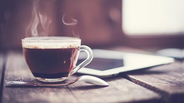הקשר של קפה לצבע השיניים (צילום: shutterstock) (צילום: shutterstock)