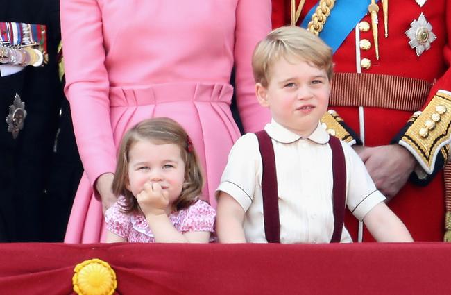 אין דברים כאלה. הנסיך ג'ורג' והנסיכה שרלוט (gettyimages)