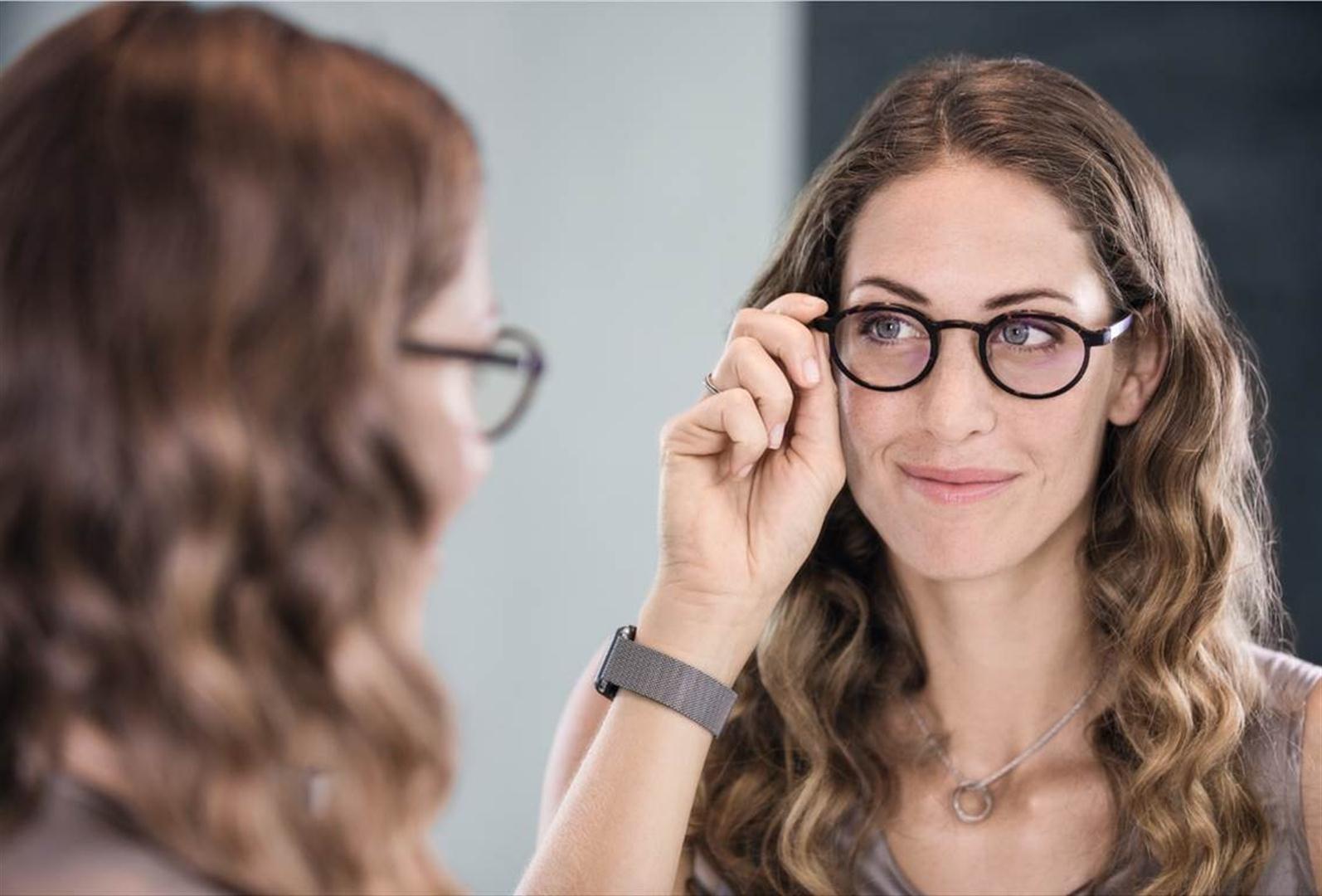"""משקפיים למרכיבי עדשות מגע (צילום: יח""""צ)"""
