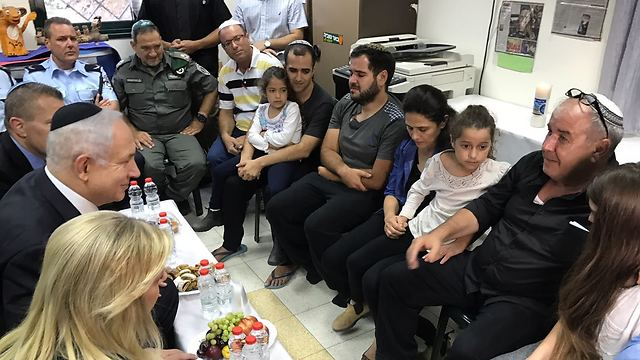 PM Netanyahu and his wife, Sara, visit Malka family after her murder (Photo: Gadi Kabalo)