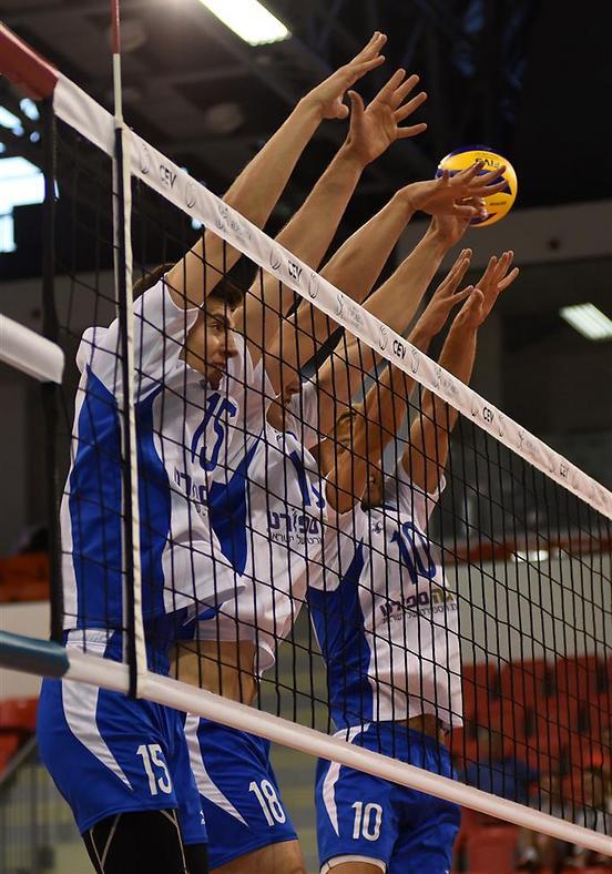 סיימו אחרונים בבית. שחקני נבחרת ישראל (צילום: איגוד הכדורעף)