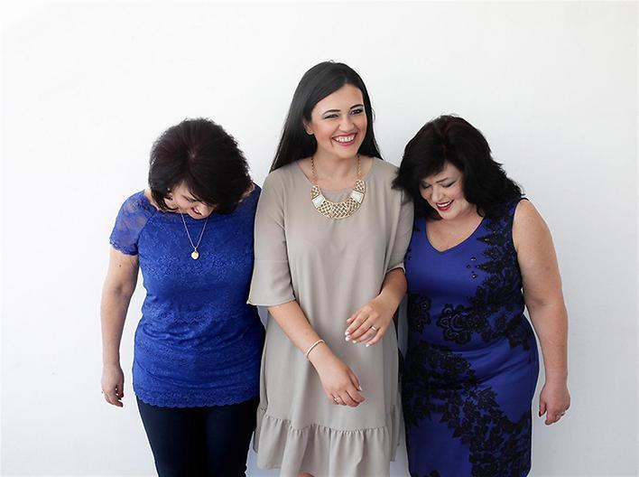 מרינה, אירית וסופי - האם, הבת והאחות התאומה של האם (צילום: דבורה אורבך)