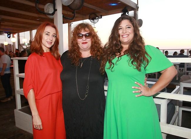 מנטה, שוקולד ומסטיק. ליז רביאן, אסתי זקהיים ומאיה קופצ'יק (צילום: ענת מוסברג)
