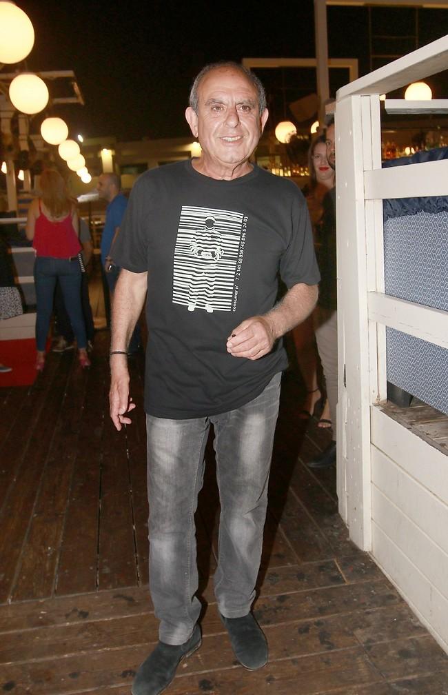 אז אנחנו מבינים שג'ינס משופף זה ממש באופנה. אלברט אילוז (צילום: ענת מוסברג)