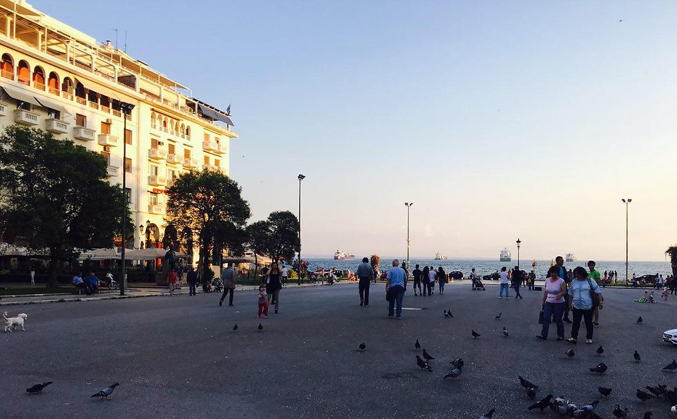 כיכר אריסטוטלוס (Aristotelous Square) במרכז סלוניקי ()