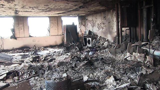 המגדל השרוף, במבט מבפנים (צילום: EPA)
