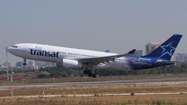 """המטוס ממריא בחזרה מנתב""""ג למונטריאול, הבוקר (צילום: דני שדה)"""