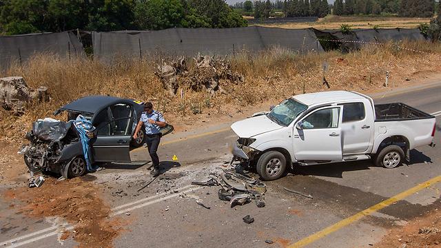 """""""כביש הארנבות"""" בשרון לאחר התאונה שגבתה את חייהם של שני קשישים (צילום: עידו ארז) (צילום: עידו ארז)"""