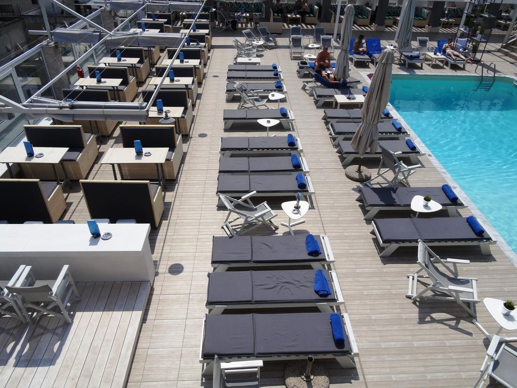 הבריכה במלון קפסיס, סלוניקי ()
