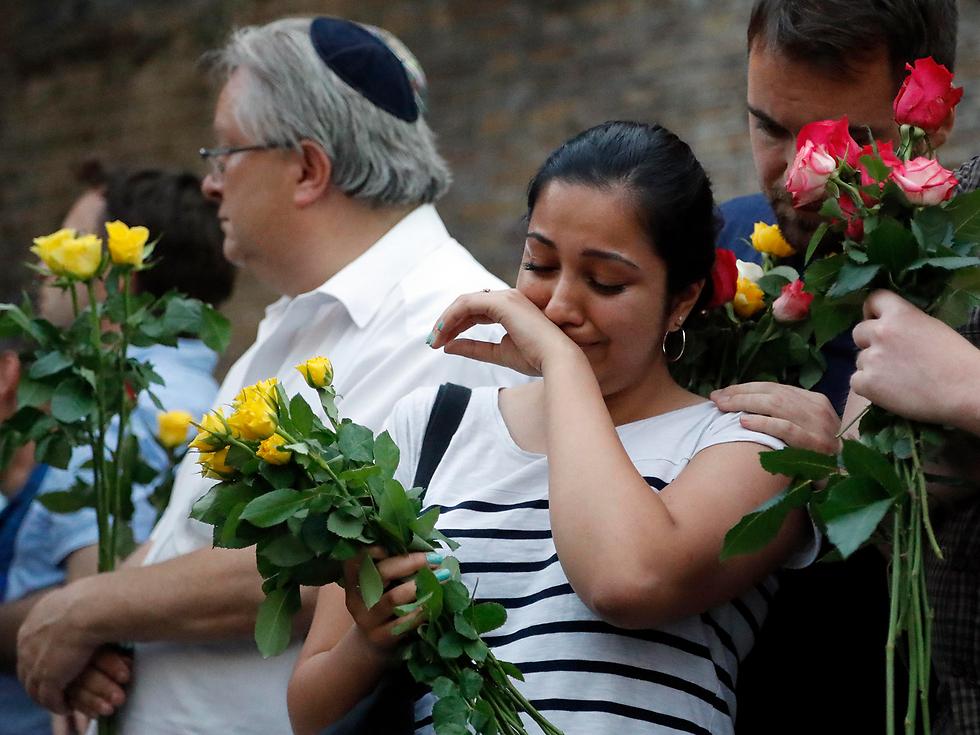 מפגן הזדהות עם המוסלמים באזור פינסבורי פארק, ליד מקום הפיגוע (צילום: AP)