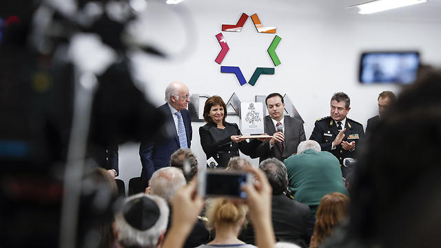Argentine Security Minister Patricia Bullrich (C-L) and DAIA President Ariel Cohen (C-R) attend an event at the headquarters of the Delegation of Argentine Israeli Associations (DAIA) in Buenos Aires, Argentina (Photo: EPA) (Photo: EPA)
