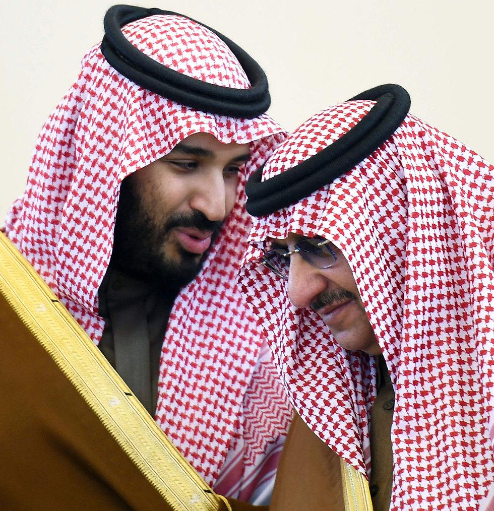 מוחמד בן נאיף שהודח ולצדו מוחמד בן סלמאן. ארכיון (צילום: AFP) (צילום: AFP)
