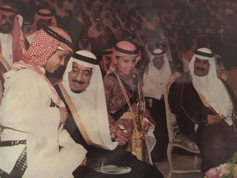 מוחמד בילדותו לצד המלך סלמאן  ()