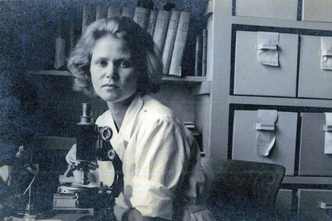 """סבתא זהר בחדרה במכון וולקני. """"הקדימה את זמנה"""" (צילום: מתוך אלבום פרטי)"""