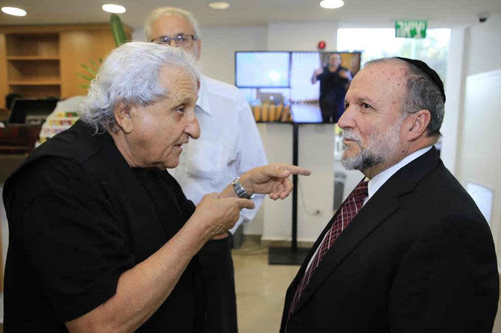 יצחק כהן וא.ב יהושע (צילום: יוני רייף)