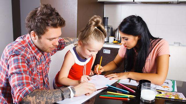 חלקו את המשימות ביניכם ושתפו פעולה במידת האפשר (צילום: Shutterstock) (צילום: Shutterstock)