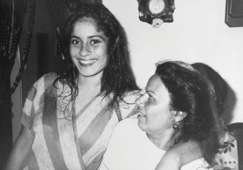 לילי סמיר ובתה חיה. הסיפור היה מסעיר (צילום: אלבום פרטי)
