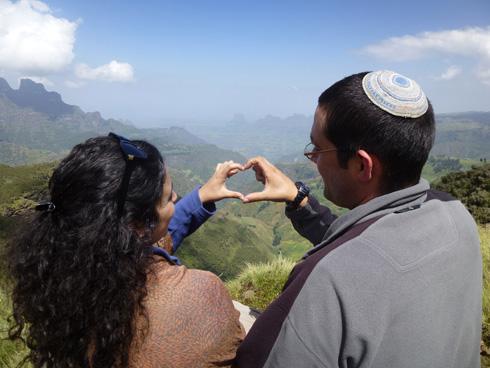 """אברהם ולירון רבינוביץ' באתיופיה. """"למחרת הודענו להורים"""" (צילום: תהילה עוזרי)"""
