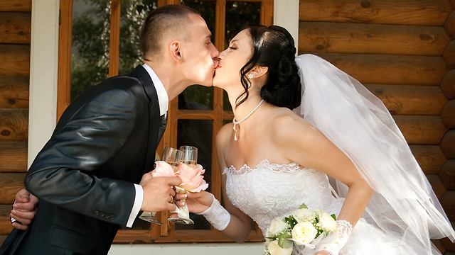 אל תבזבזו את כל הכסף על יום החתונה שלכם. החיים האמיתיים מתחילים אחריו (צילום: shutterstock) (צילום: shutterstock)