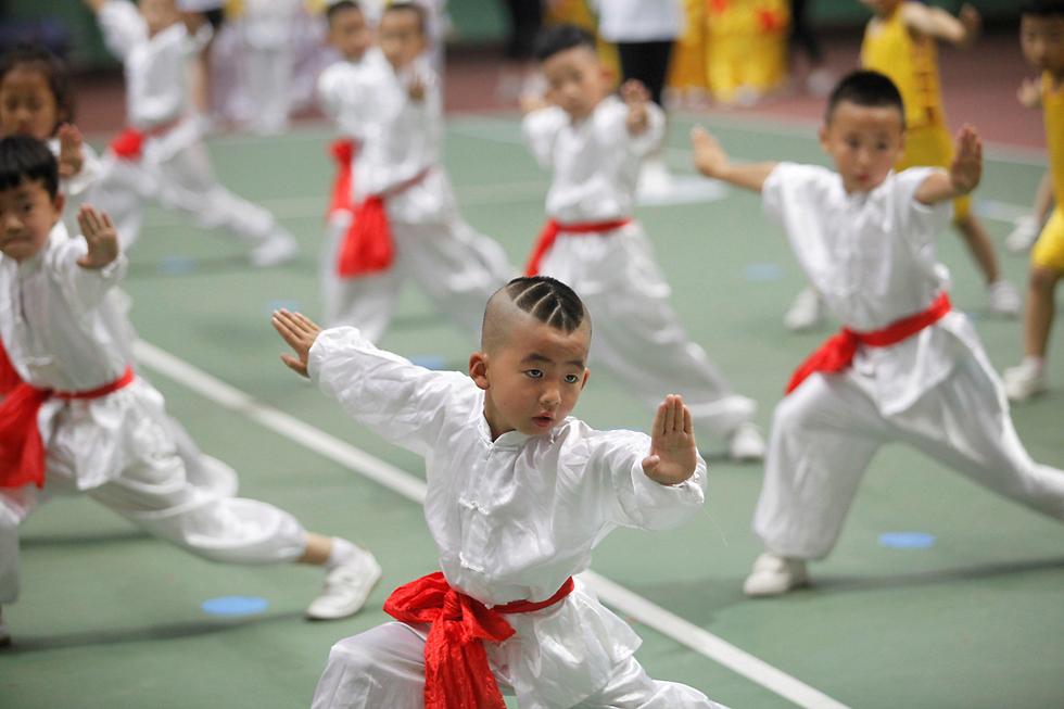 הכול מתחיל כאן. שיעור אומנויות לחימה לילדים בשיאן, סין (צילום: רויטרס)
