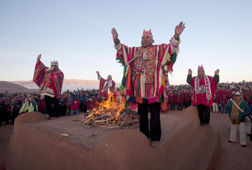 טקס ראש השנה בחורבות הציוויליזציה העתיקה של טיוואנאקו, בוליביה (צילום: AP)
