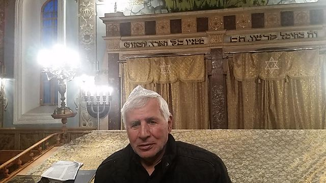 הגבאי משה ברלואוושויילי. התרגש לנוכח האורחים מישראל (צילום: יצחק טסלר)