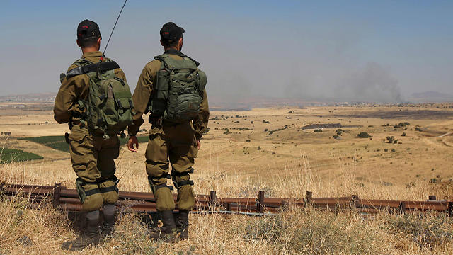 IDF soldiers look towards fighting in Syria (Photo: AFP)