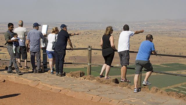 sraeli travelers in the Golan Heights, Saturday (Photo: EPA)