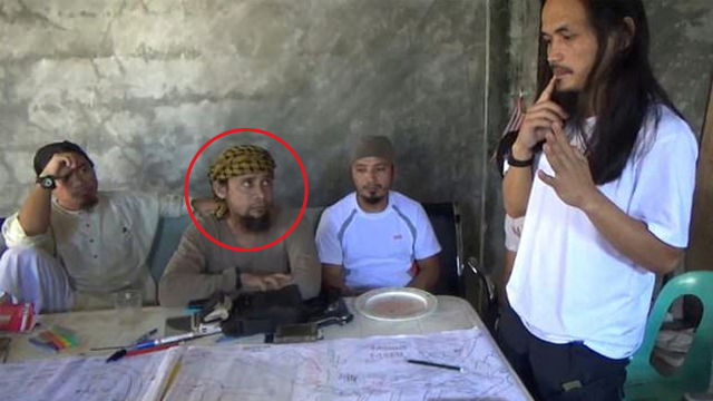 Isnilon Hapilon, circled in photo (Photo: AFP)