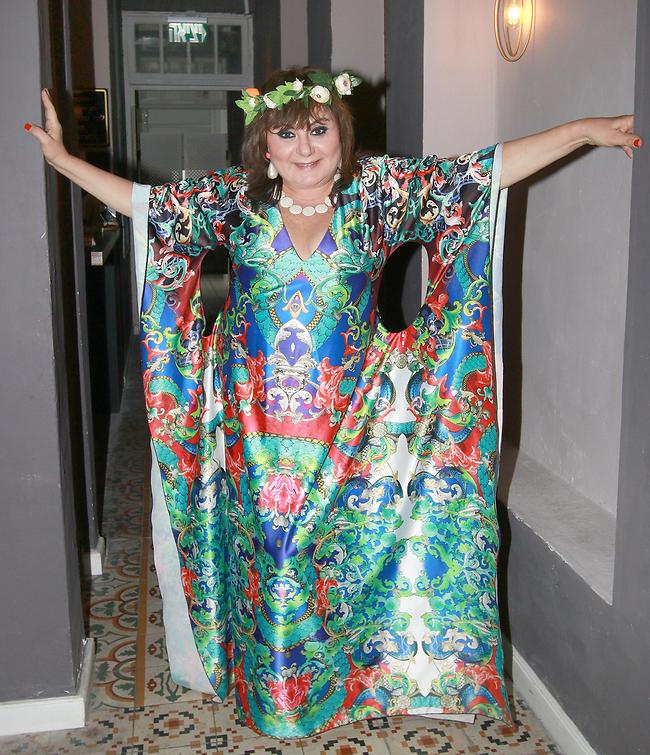 """נושאת בגאווה את התואר """"סבתא"""". חנה לסלאו  (צילום: ענת מוסברג)"""