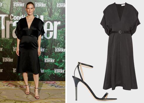 בר רפאלי לובשת שמלה שחורה מושלמת של ויקטוריה בקהאם (8,990 שקל) ומקנחת בנעליים של ג'ימי צ'ו (2,890 שקל), שניהם לפקטורי 54  (צילום בר רפאלי: Gettyimages)