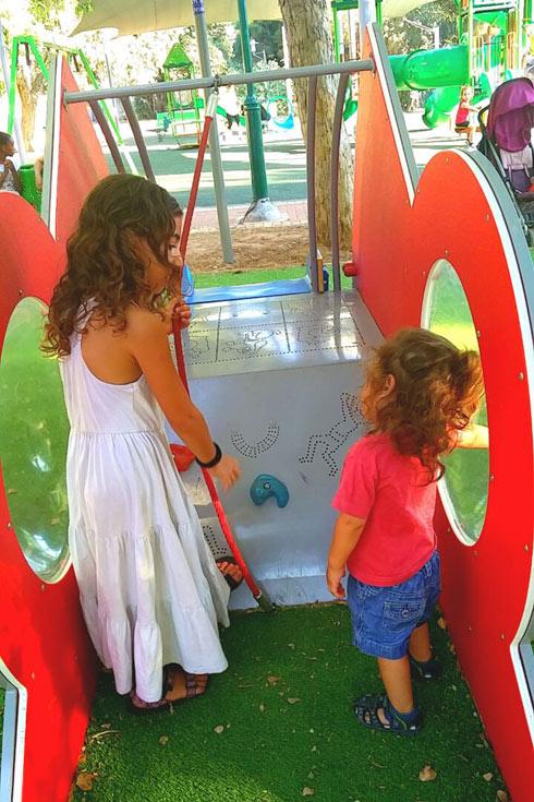 """""""כשילד אחד אוטיסט, כל המשפחה עוברת טלטלה""""  (צילום: הראל דנינו)"""