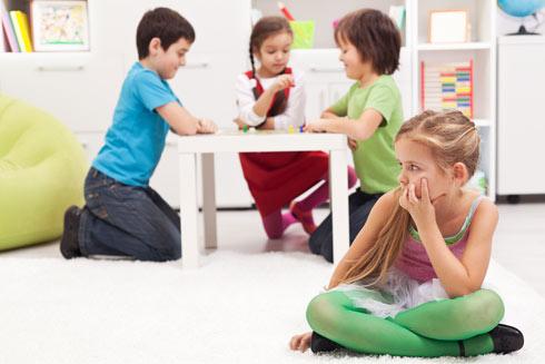 """""""אפשר לראות ילדים שמפתחים יכולות אמפתיות כבר בגן. למשל, ילדה שניגשת לילד ושואלת 'למה אתה עצוב?'""""  (צילום: Shutterstock)"""