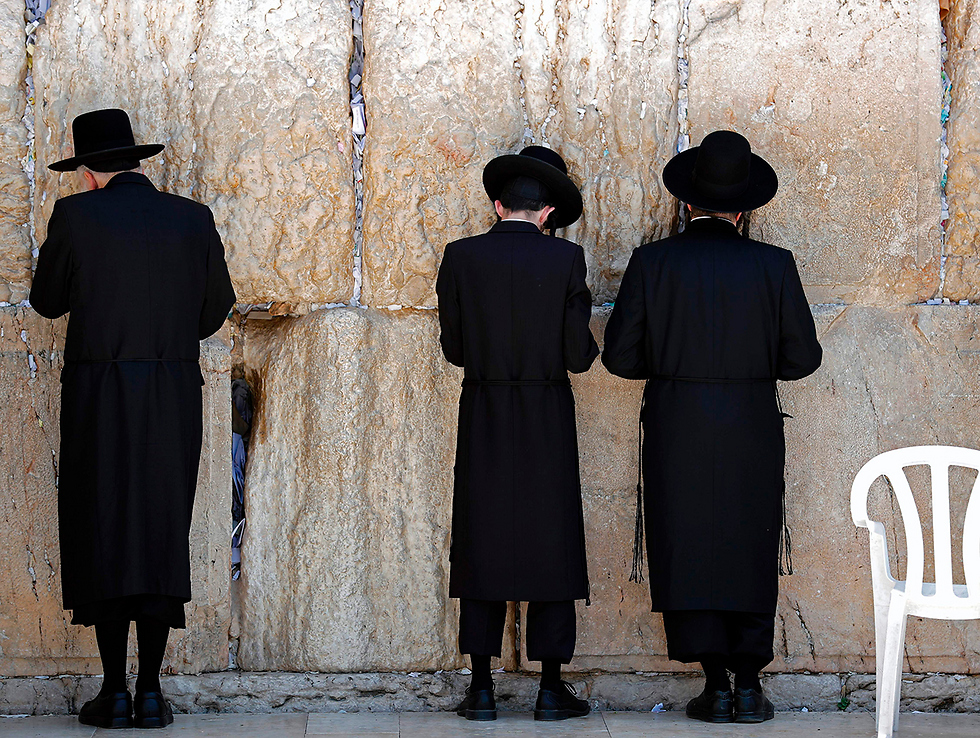 Haredi Jews pray at the Western Wall. The Ultra-Orthodox parties expressed an official protest against the plan, but were okay with it (Photo: AFP)