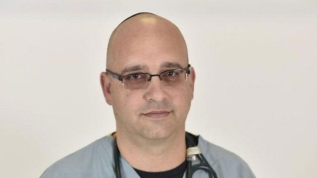 """מנהל מחלקת רפואה דחופה ילדים במרכז הרפואי העמק ד""""ר גלעד חן (צילום: דוברות בית החולים העמק)"""