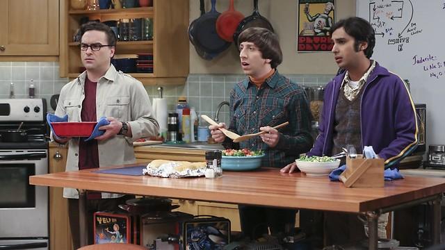 """ג'וני גלקי, סיימון הלברג וקונאל נייאר ב""""המפץ הגדול"""" (צילום: באדיבות yes)"""