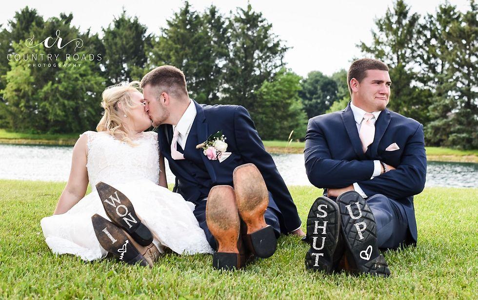 תמונת החתונה ההמשכית (צילום: LINDSEY BERGER WITH COUNTRY ROADS PHOTOGRAPHY)