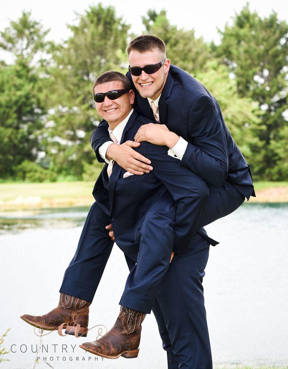 החברים הכי טובים (צילום: LINDSEY BERGER WITH COUNTRY ROADS PHOTOGRAPHY)