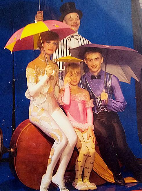 בני הזוג ושני ילדיהם, 2007. זכו בפרס הקרקס הטוב ביותר בסקנדינביה (צילום: Fairy Tales by the Fireplace, Sweden 2007)