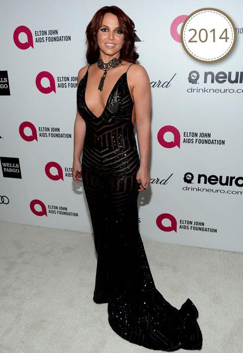 בשמלת ערב שחורה וסקסית עם שובל קצר של מעצב ההוט קוטור מייקל קוסטלו (צילום: Gettyimages)
