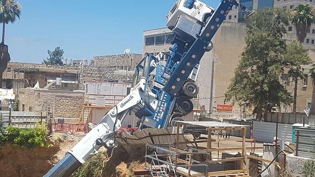 קריסת מנוף באתר בנייה של דניה סיבוס בחיפה, ביוני האחרון (צילום: באדיבות דף הפייסבוק של הפורום למניעת תאונות עבודה)