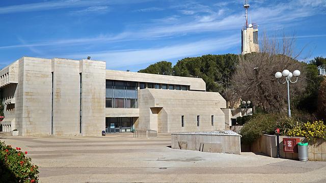 האוניברסיטה העברית. לראשונה מתחת ל-100 האוניברסיטאות המובילות בעולם (צילום: shutterstock)