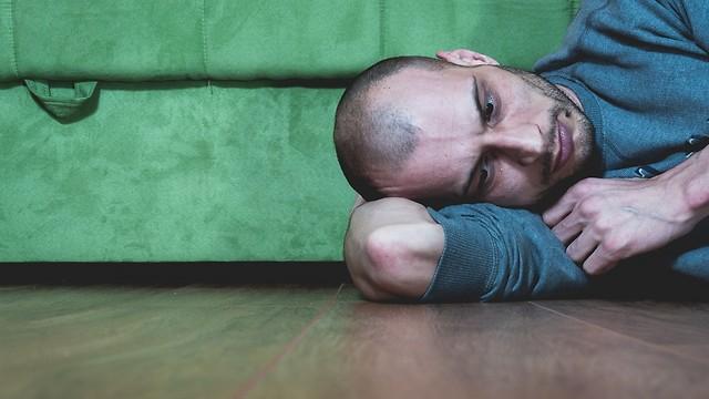 זה כאב כזה שפועם ביחד עם הלב שלך ולא מרפה (צילום: shutterstock) (צילום: shutterstock)
