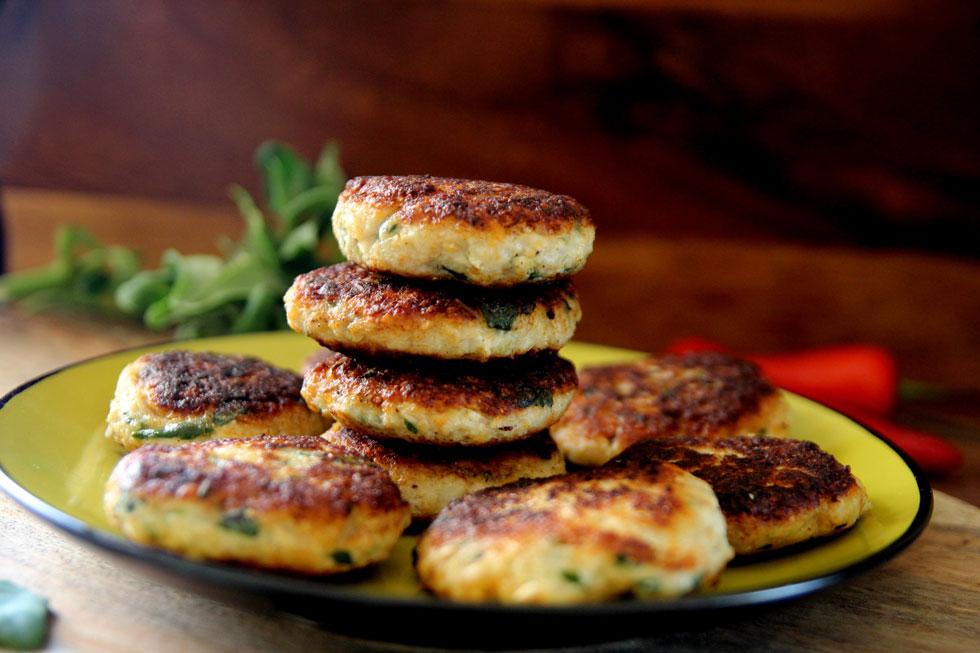 קציצות חזה עוף עם כרובית, כרשה ותרד (צילום: דפנה אוסטר מיכאל)