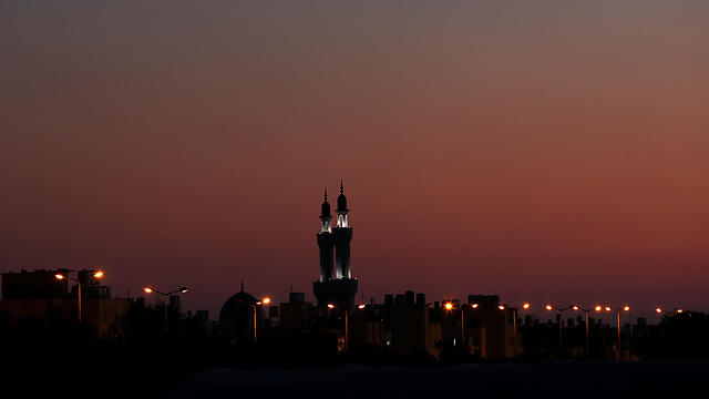 A darkened Gaza (Photo: Photo: EPA)